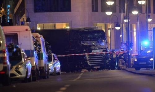 Attentato Berlino, camion sulla folla: 9 morti